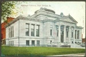This postcard shows an image of the Fort Dodge Public Library I remember. The Carnegie building closed on November 30, 2000. The new library opened in by the City Square in January 2001.